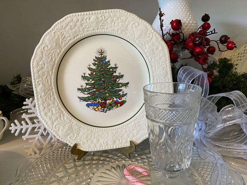 Cuthbertson Christmas Dickens Embossed Cream Dinner Plate